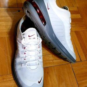 Nike Air Max Axis Size 8.5 Men's